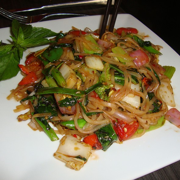 Veggie Drunken Noodles - BLU - Restaurant & Lounge, Sugar Land, TX
