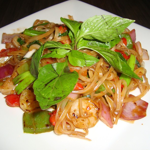 Shrimp Drunken Noodles - BLU - Restaurant & Lounge, Sugar Land, TX