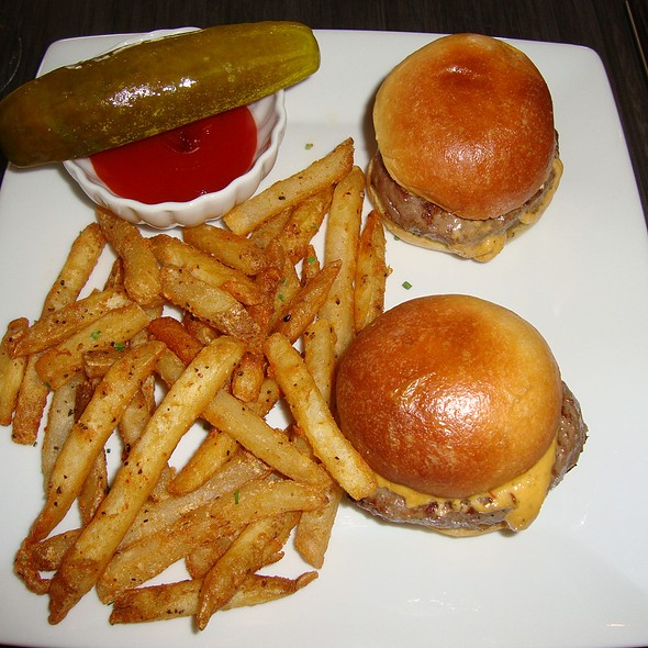 Kobe Cheeseburger Sliders & Fries - BLU - Restaurant & Lounge, Sugar Land, TX