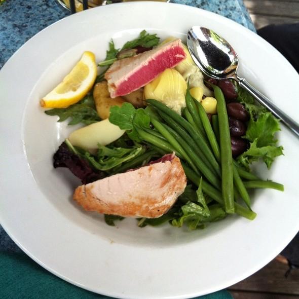 Niçoise salad - Charlie B's, Stowe, VT