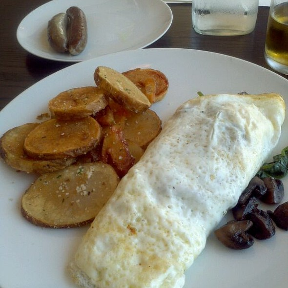 Egg white omelette with whole wheat toast and homefries - Brasserie by LM, Chicago, IL
