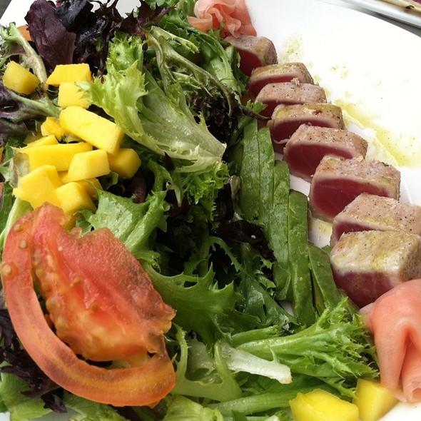 Seared Ahi Tuna Salad - Cafe Fresco - Center City, Harrisburg, PA