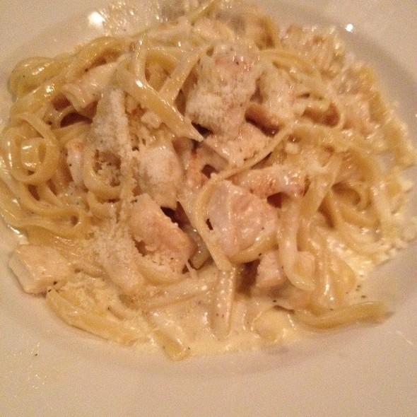 Fetuccine Alfredo With Chicken - Carmine's Italian - Pasadena, South Pasadena, CA