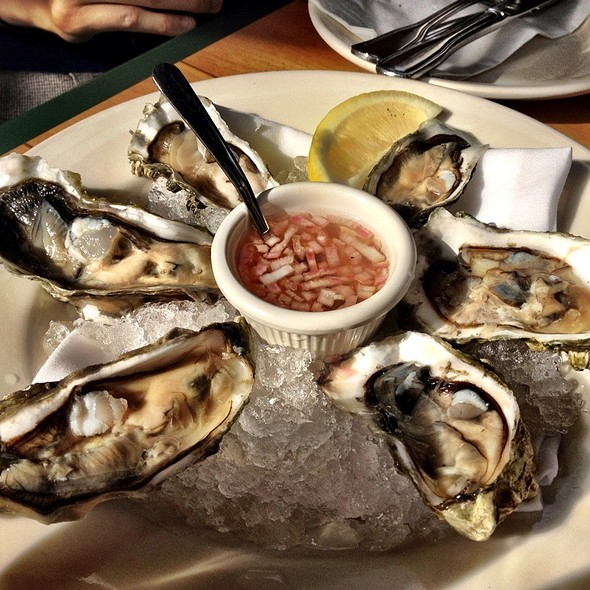 raw oysters - Maximilien, Seattle