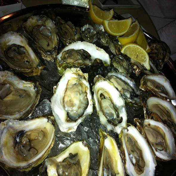 Oysters - Maestro SVP, Montréal, QC