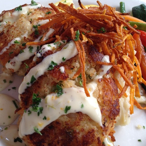 Jumbo Lump Crab & Shrimp Cakes - The Washington House - Pennsylvania, Sellersville, PA