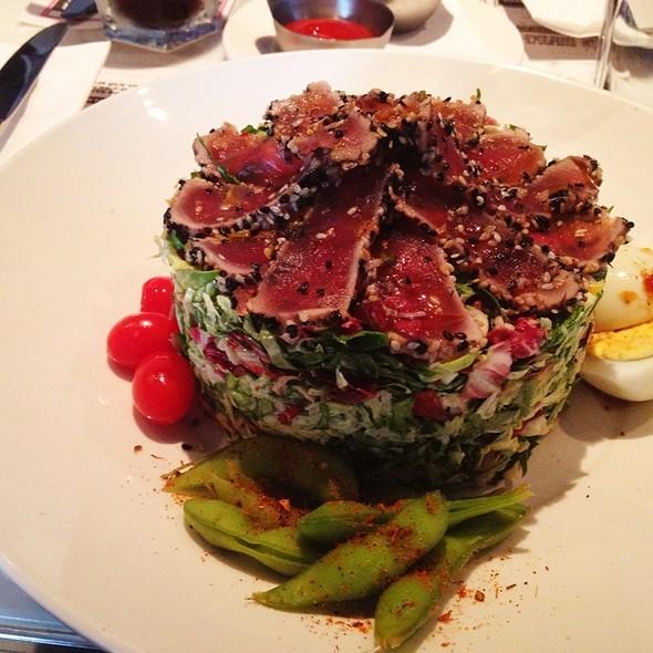 Ahi Tuna Salad - Deville Dinerbar, Montréal, QC