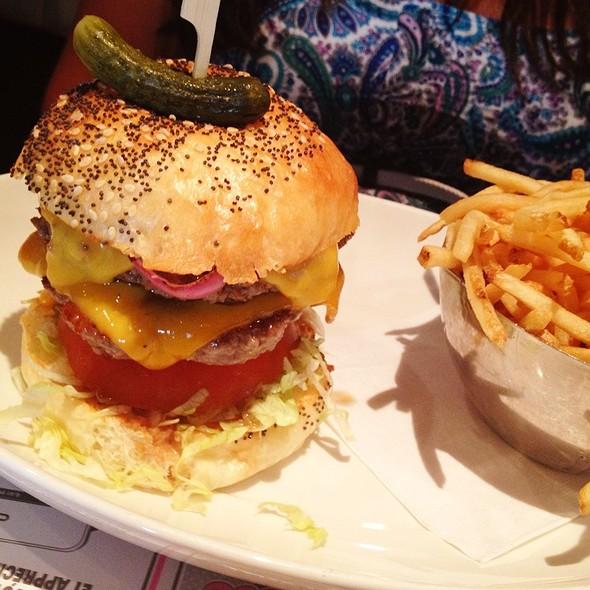 Deville Burger - Deville Dinerbar, Montréal, QC