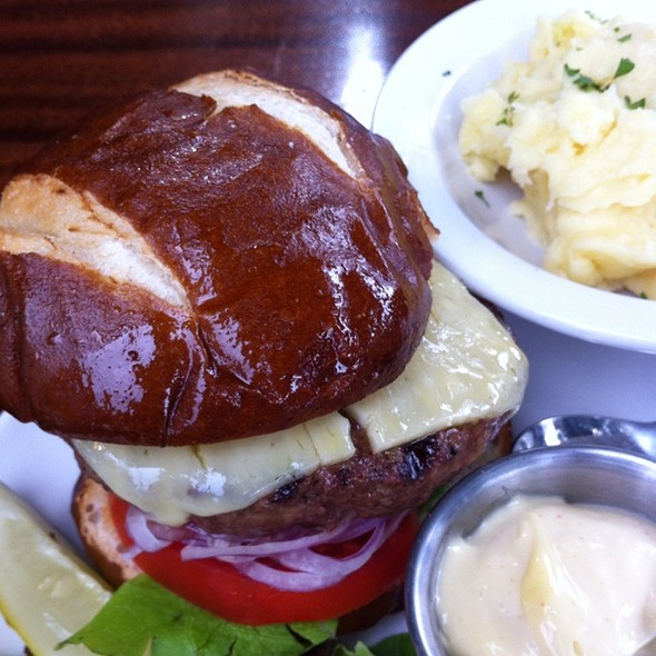 Cheeseburger - de Vere's Irish Pub - Davis, Davis, CA
