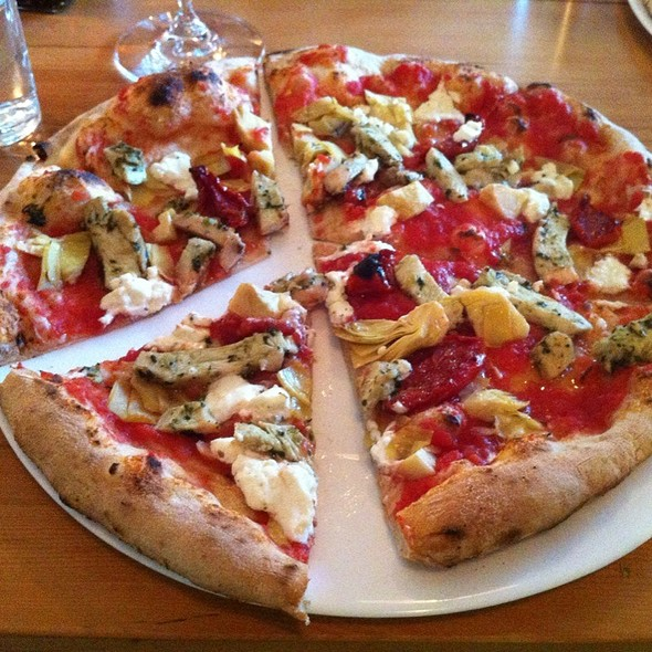 Chicken, Artichoke & Goat Cheese Pizza - Bruce Wine Bar, Thornbury, ON