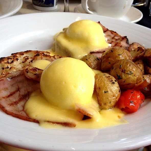 Traditional Benedicts - Blue Fin - New York, New York, NY