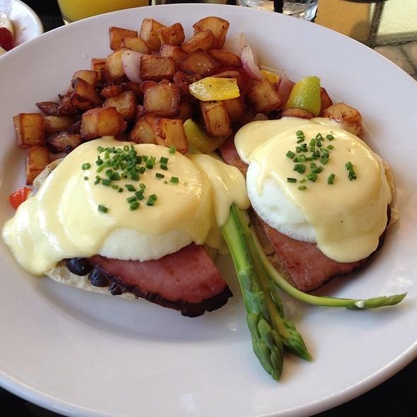 Traditional Eggs Benedict - Corner Cafe - PRIORITY SEATING, Atlanta, GA