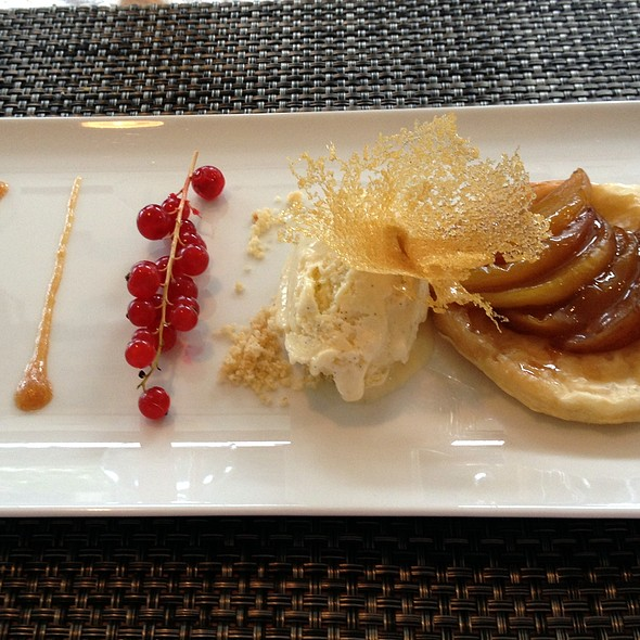 Tarte Tatin de Peche - Cafe Dupont, Washington, DC