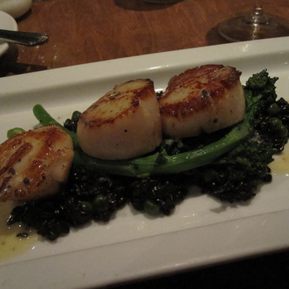 Scallops with truffle crust and beurre blanc - L'Orignal, Montréal, QC