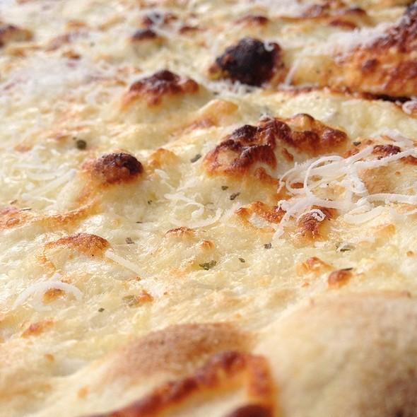 Quattro Formaggio Pizza - Tavolino - Foxborough, Foxboro, MA