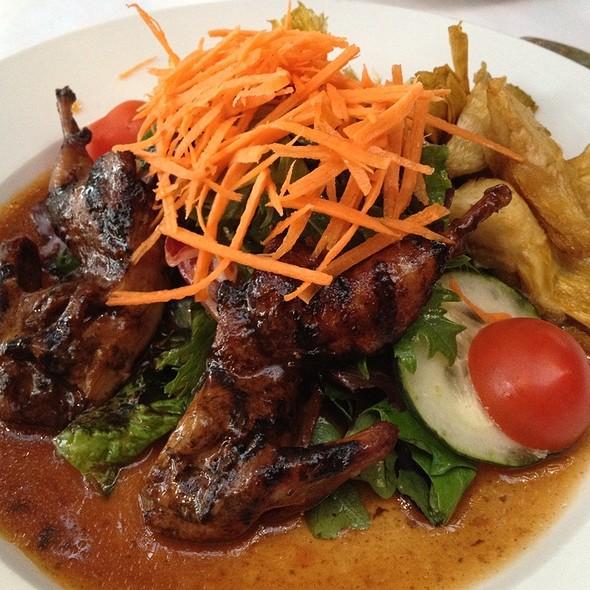 Salade De Cailles Aux Champignons Sauvages Sur Son Lit De Mesclun - Lavendou Bistro, Dallas, TX