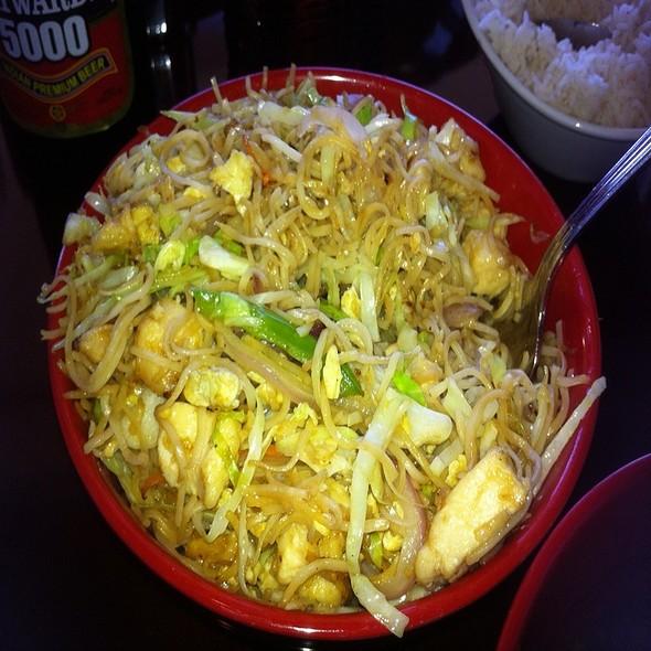 Chicken Hakka Noodles - Bombay Chopsticks, Hoffman Estates, IL
