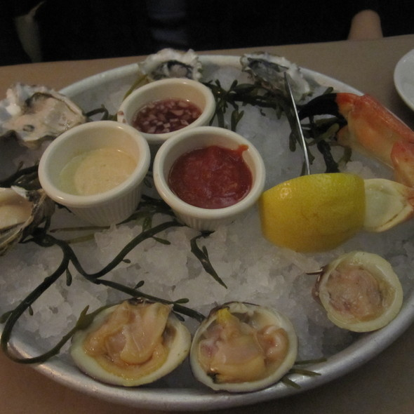raw oysters - Morgans Fish House, Rye, NY