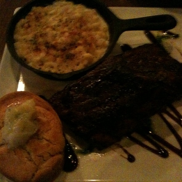 Baby Back Ribs, Corn Bread, Truffle Mac N Cheese - Fire & Vine, Virginia Beach, VA
