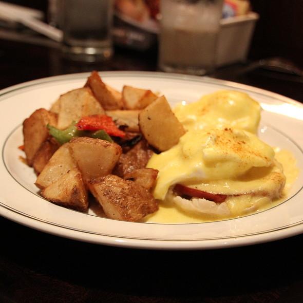 Eggs Benedict - Daily Grill - Burbank Marriott Hotel, Burbank, CA