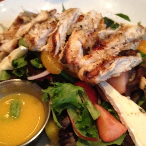 Grilled Chicken salad - Barrett's Grill, Hunt Valley, MD