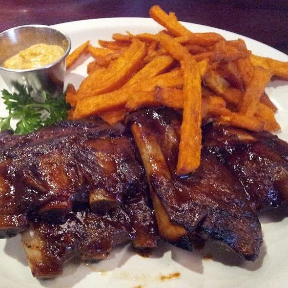 BBQ ribs - Bâton Rouge Steakhouse & Bar - de la Montagne, Montréal, QC