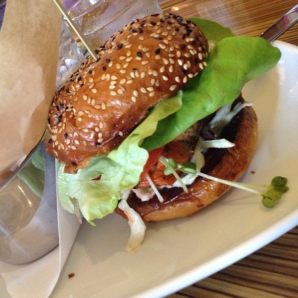 Salmon burger - Rogue Kitchen & Wet Bar - Broadway, Vancouver, BC
