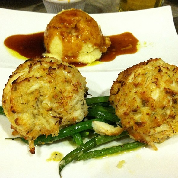 crab cake - Bistro 300 - Hyatt Regency Baltimore, Baltimore, MD