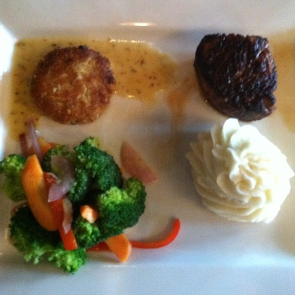 6Oz Filet & Crab Cakes - 89 Fish and Grill, Columbus, OH