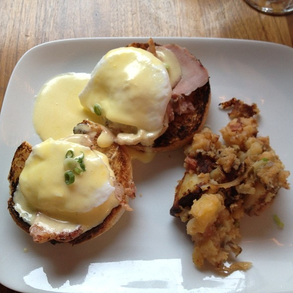 Eggs Benedict - Restaurant Hambar, Montréal, QC