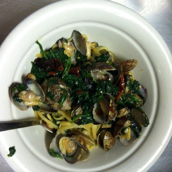 Linguini With Clams And Spicy Spinach - Il Sogno, Wheaton, IL
