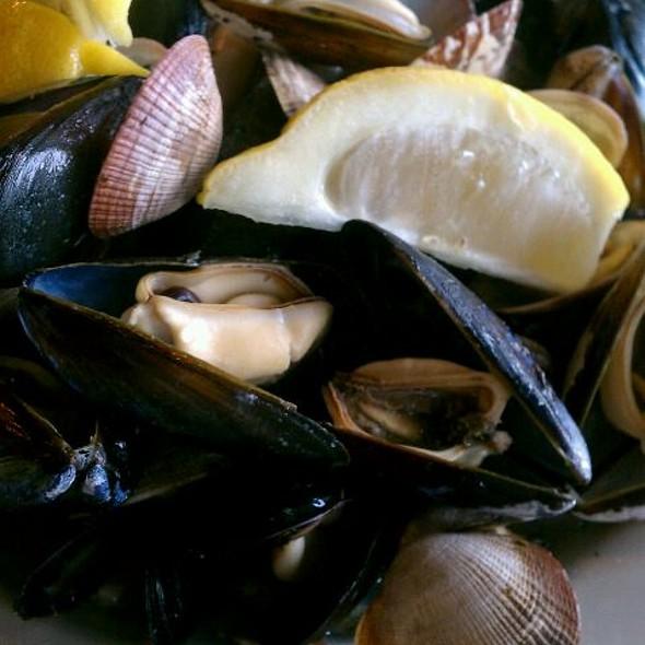 Clams & Mussels - Copacabana - Seattle, Seattle, WA
