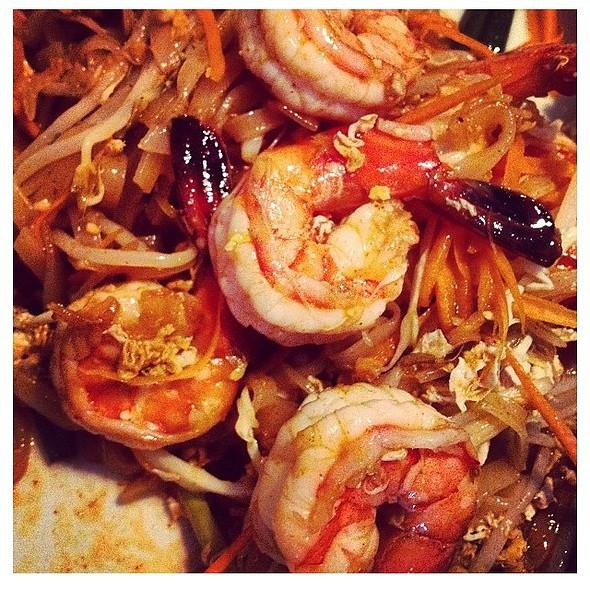 shrimp pad thai - Little Thai Fine Dining, Camarillo, CA