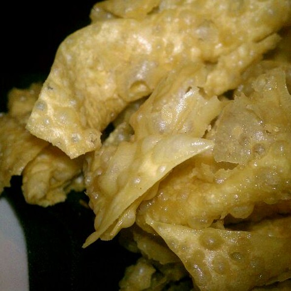 wonton chips - Venue Restaurant & Lounge, Lincoln, NE