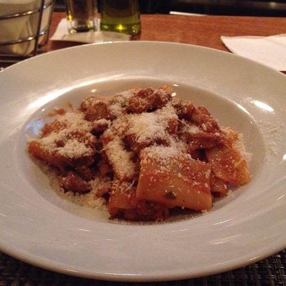 Paccheri Con Salsicce, Porri E Asiago Stagionato - La Tomate, Washington, DC
