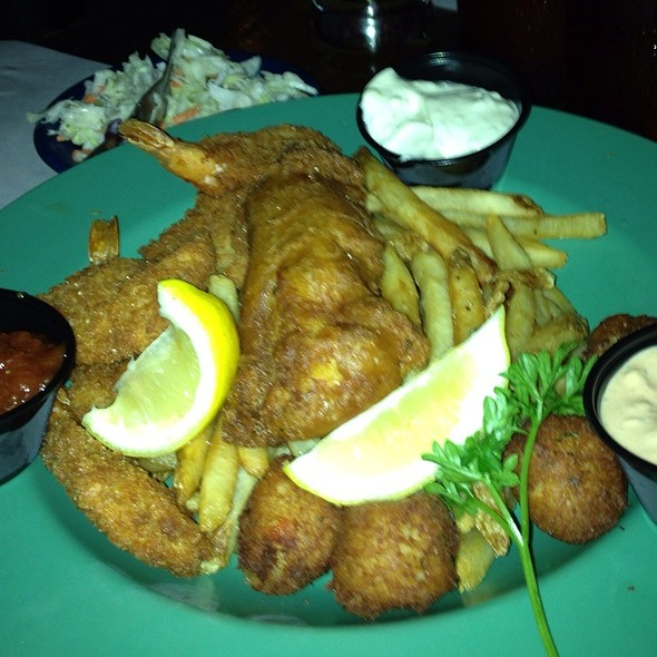 Seafood Platter - Dick's Last Resort - Chicago, Chicago, IL