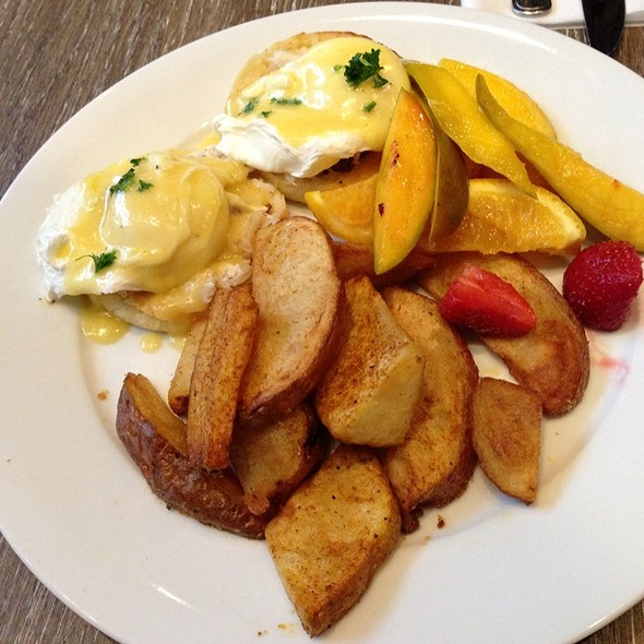 Dungeness Crab Benedict - The Fish Shack, Vancouver, BC
