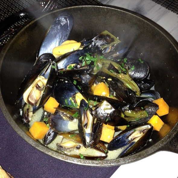 Mussels - Industriel, Los Angeles, CA