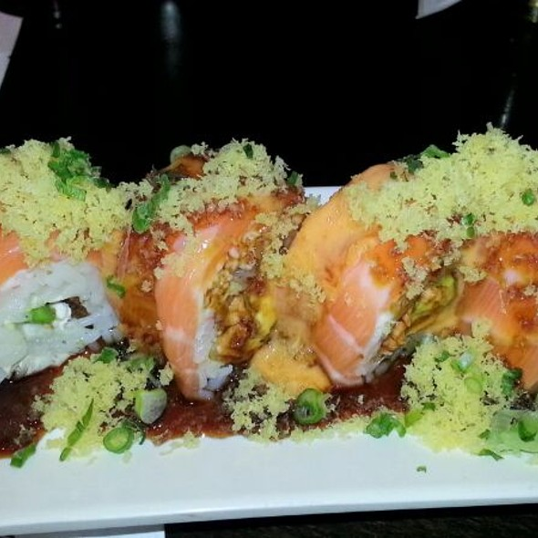 Crispy Spicy Salmon Roll - Chomp, Fullerton, CA