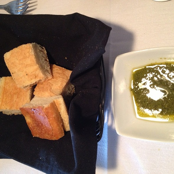 Table Bread & Pesto Oil - Oli's Fashion Cuisine - Wellington, Wellington, FL