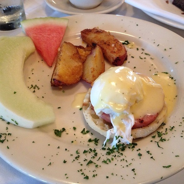 Eggs Benedict - Off Vine, Hollywood, CA