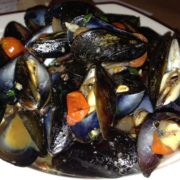 Mussels Nirvana - Jimmy's Famous Seafood, Baltimore, MD