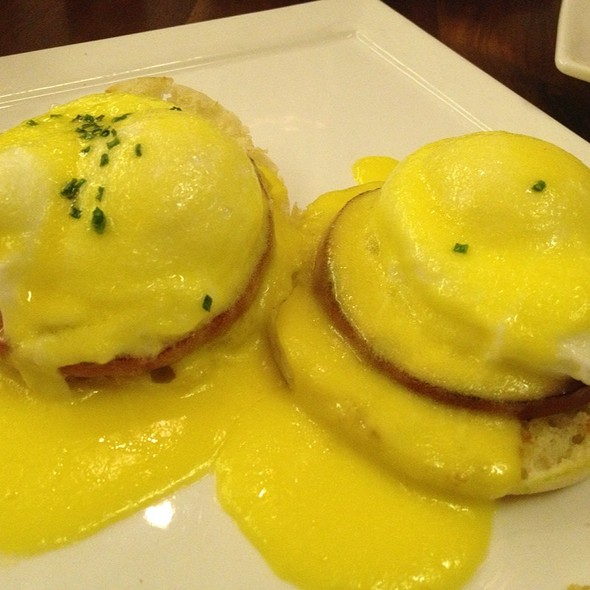 Eggs Benedict - VINeleven at the Napa Valley Marriott, Napa, CA