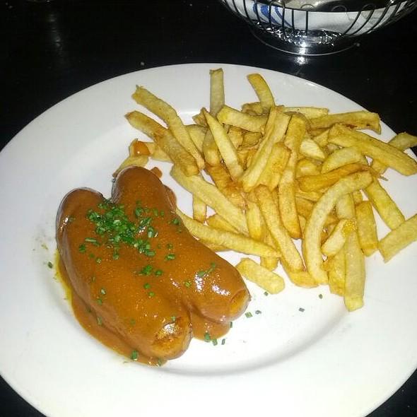 Curry Wurst - Blaue Gans, New York, NY