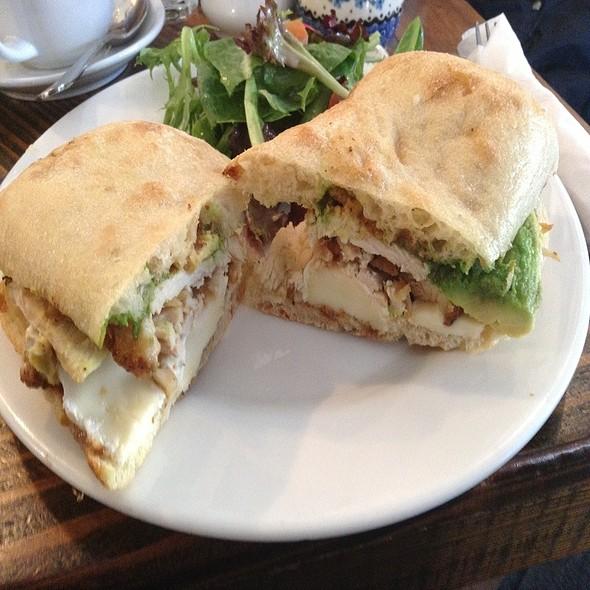 Turkey Brie And Avocado Sandwich - Doma na rohu, New York, NY