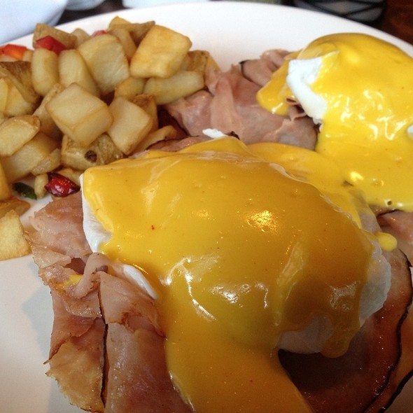 Eggs Benedict - Amelia's Bistro - New Jersey, Jersey City, NJ