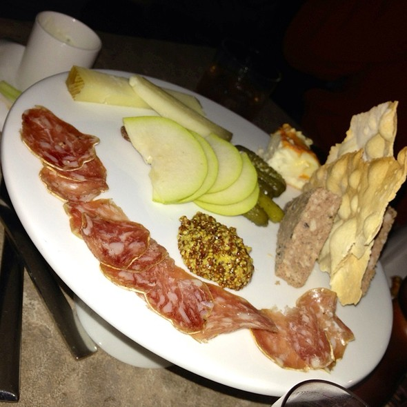 Cheese Plate - 8100 Mountainside Bar & Grill, Avon, CO