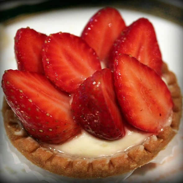Strawberry Tart - Le Montréalais - Fairmont Le Reine Elizabeth, Montreal, QC