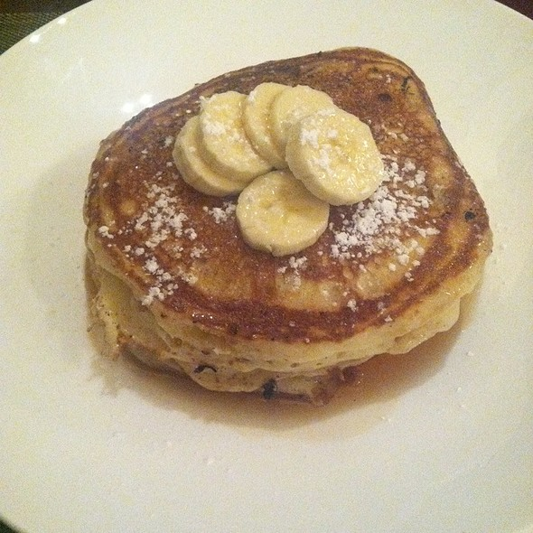 Buttermilk Pancakes With Bananas - The Round Table at the Algonquin Hotel, New York, NY