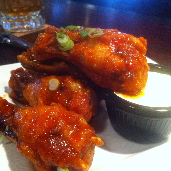 Spicy Sriracha Wings - Goose Island Brewery, Chicago, IL